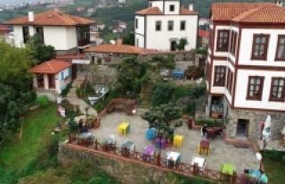 Tarihi dokusuyla ziyaretçilerin gözdesi: Trabzon...
