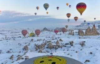 Kapadokya'da eşsiz manzaralar sunan balon turizmi