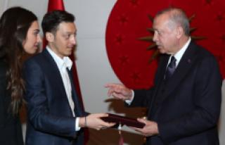 Amine Gülşe ve Mesut Özil, Cumhurbaşkanı Erdoğan'a...