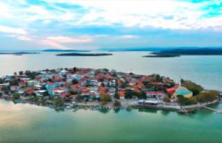 Yerli ve Yabancı Turistler Gölyazı'ya Akın...