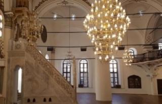 """4 asırlık """"Hisar Camii"""" ramazanda ibadete..."""
