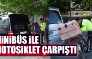 Komşu Şehirde Minibüs İle Motosiklet Çarpıştı