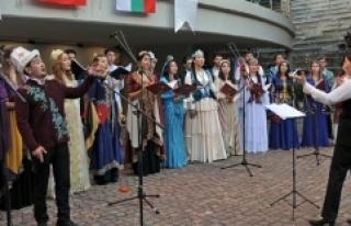Bulgaristan'da TÜRKSOY Gençlik Korosu'nun...