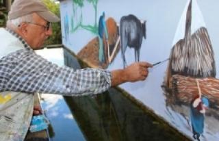 Eski köy yaşantısını duvarlara yansıtıyor