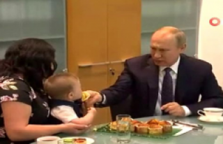 Rusya Devlet Başkanı Vladimir Putin, küçük bebeğe...