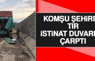 Komşu Şehirde Tır İstinat Duvarına Çarptı