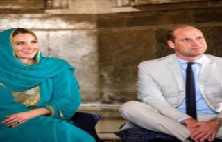 Kraliyet Gelini Kate Middleton, Cami Ziyareti Sırasında...