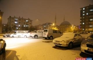 Erzurum ve Kars'ta kar yağışı kentleri beyaza...