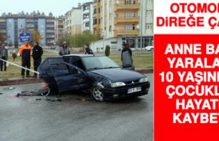 Otomobil Direğe Çarptı Anne Baba Yaralandı Çocukları...
