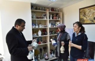 Başkan Öz, Belediye El Sanatları Atölyesi'ni...