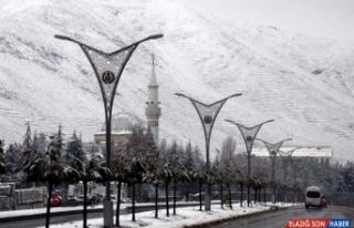 Doğu'da 111 yerleşim biriminin yolu ulaşıma kapandı