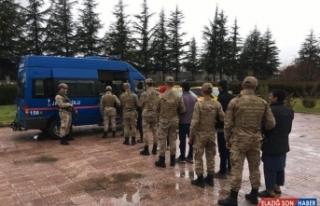 Elazığ'da 8 düzensiz göçmen yakalandı