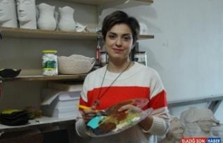 İranlı heykel sanatçısı eserlerini Eskişehir'de...