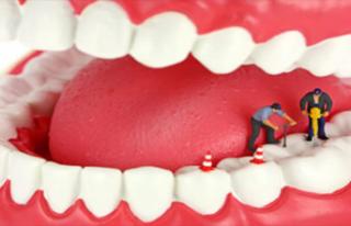 Bu Besini Dişlerinize Sürerseniz Çürük Ortadan...