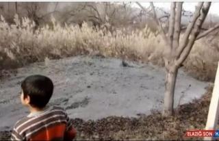Depremden etkilenen Malatya'da bir bahçeden kaynak...