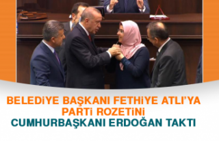 Belediye Başkanı Fethiye Atlı'ya Rozetini Cumhurbaşkanı...