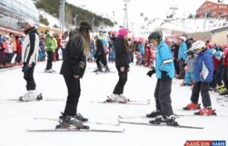 Geleceğin şampiyon kayakçıları eğitimlerini...