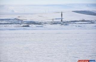 Kars Baraj Gölü'nün yüzeyi buzla kaplandı