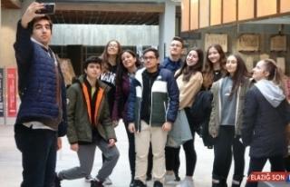 Troya Müzesi'ne 'Müzede Selfie Günü' akını