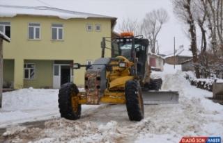 Van'da 4 günde 356 yerleşim biriminin yolu açıldı