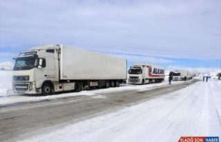 Ağrı-Van kara yolu geçici süreyle ağır tonajlı...