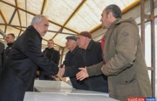 Bakan yardımcıları depremden etkilenen mahallelerde...