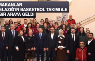 Bakanlar, Elazığ'ın Basketbol Takımı İle Bir...