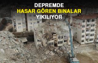 Depremde Hasar Gören Binalar Yıkılıyor