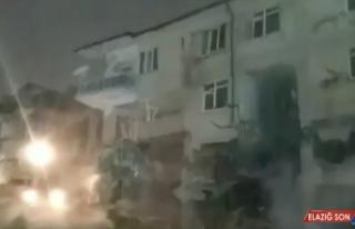 Elazığ'da depremde ağır hasar gören binanın...