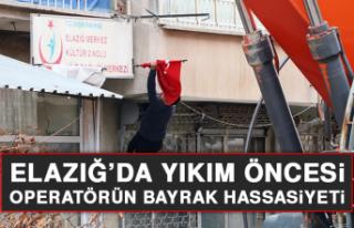 Elazığ'da Yıkım Öncesi Operatörün Bayrak...