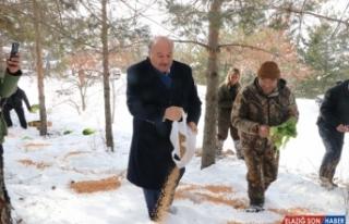 Erzincan'da yaban hayvanları için doğaya yem bırakıldı