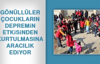 Gönüllüler, Çocukların Depremin Etkisinden Kurtulmasına...