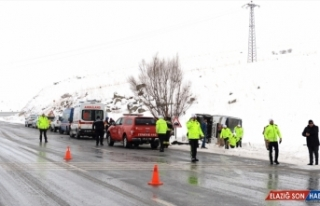 GÜNCELLEME - Erzurum'da yolcu midibüsü devrildi:...
