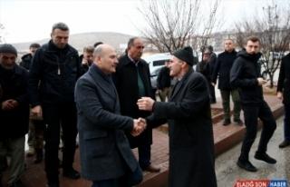İçişleri Bakanı Soylu'dan depremzedelere ziyaret