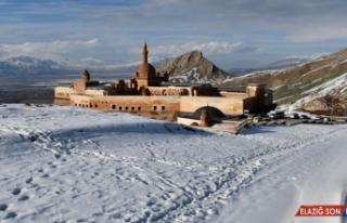 İshak Paşa Sarayı'nda kış güzelliği yaşanıyor