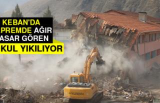 Keban'da Depremde Ağır Hasar Gören İki Okul...