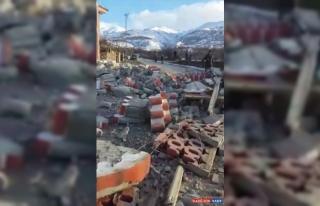 Malatya'da ağır hasarlı caminin minaresi yıkıldı
