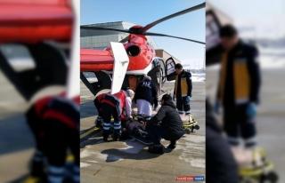 Van'da ambulans helikopter yüz felci geçiren hasta...