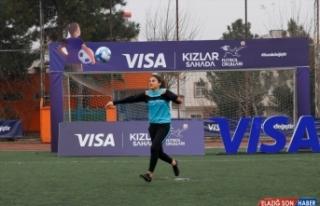 Visa Kızlar Sahada Futbol Okulları ile kadın futbolu...