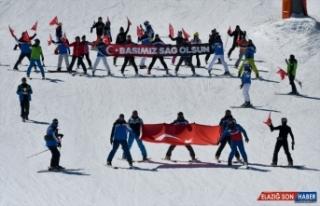 Kayarken Türk bayrağı açan Sarıkamışlı eğitmenlerden...
