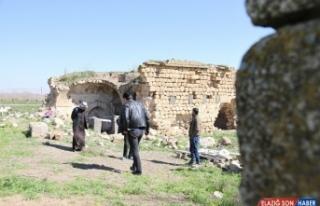 Mardin'de tarihi Kıleybin Mort Maria Kilisesi restore...