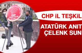 CHP, Atatürk Anıtı'na Çelenk Sundu