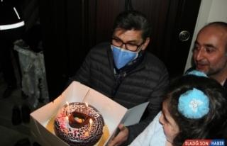Emniyet müdüründen çocuklara pastalı doğum günü...