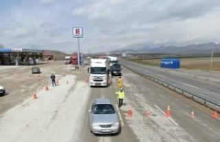 Erzurum'da sahte izin belgesiyle yolculuk eden 90...