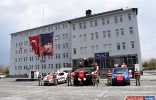 Jandarmanın zıhlı araçları çocuklar için süslendi