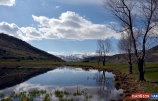 Kars'ın bir yanı kar, bir yanı da bahar