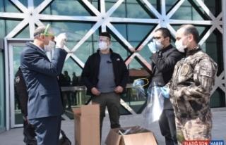 Kars'ta BİLSEM görevlileri polisler için siperlik...