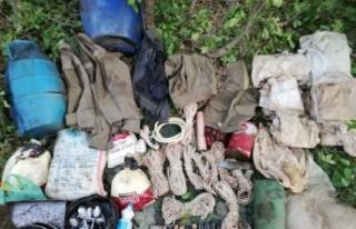 Bitlis'te PKK'lı teröristlere ait malzemeler imha...