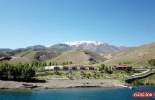 Bitlis'teki Aygır Gölü, bungalov evleri ve kamp...