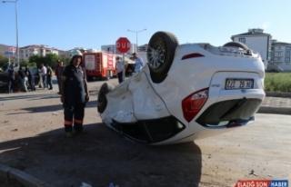 Elazığ'da iki otomobil çarpıştı: 3 yaralı